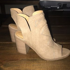 Universal thread peep toe booties (taupe)